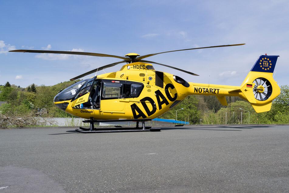 Der 38-jährige Autofahrer ist mit einem Rettungshubschrauber in eine Klinik geflogen worden. Er wurde bei dem Unfall auf der A57 lebensgefährlich verletzt. (Symbolbild)