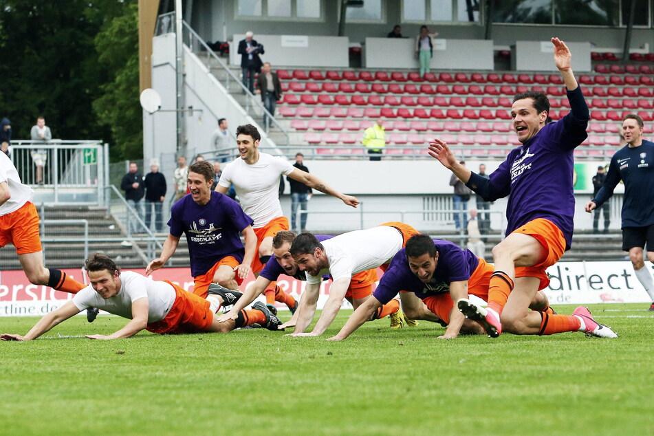 Marc Hensel (l.) kennt die Alles-oder-Nichts-Spiele aus eigener Erfahrung in Aue. Am 19. Mai 2013 gewann er mit dem FCE 1:0 in Sandhausen und hielt die Klasse.