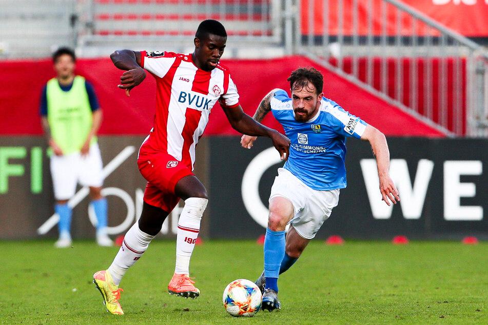 Leroy Kwadwo (24, v.-l.) stieg vor seiner Dynamo-Zeit auch schon mit den Würzburger Kickers in die 2. Bundesliga auf.