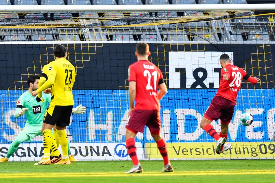 Die frühe Kölner Führung: Ellyes Skhiri (r.) drückt den Ball zum 1:0 für den FC über die Linie.
