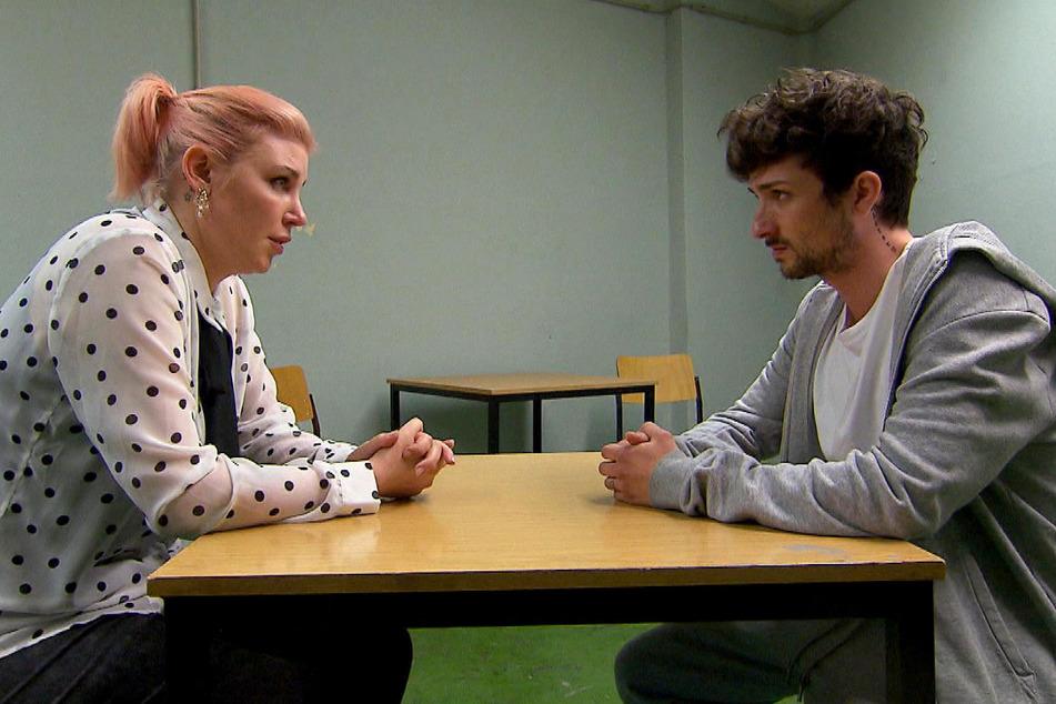 Paula (l.) kann es nicht fassen. Ihr Neffe Jannes (r.) muss tatsächlich lange ins Gefängnis. Für den Darsteller Benjamin Mittelstädt ist es das Aus bei Berlin - Tag und Nacht.