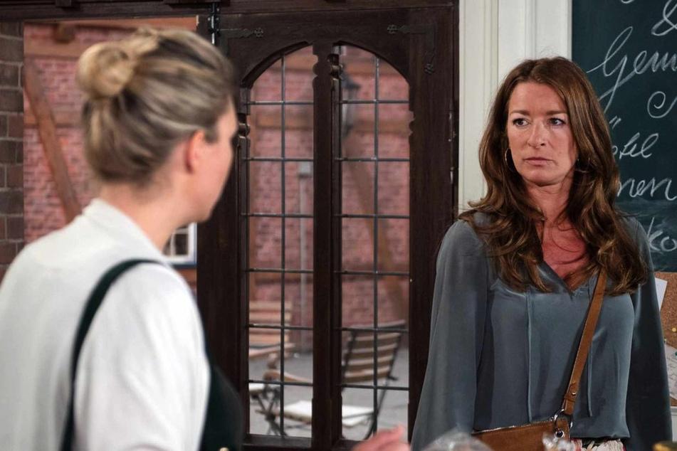 Carla (Maria Fuchs, 46) und Britta werden sich in Sachen Amelie (Jelena Mitschke, 43) nicht einig.
