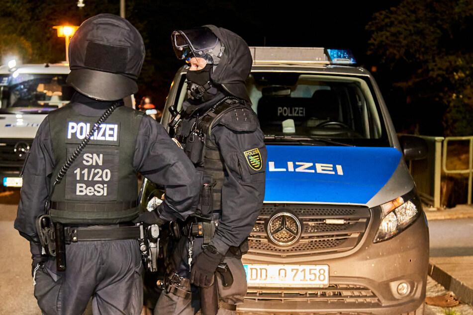 Schwerstarbeit am Donnerstagabend für Polizisten in einem Ortsteil von Königstein.