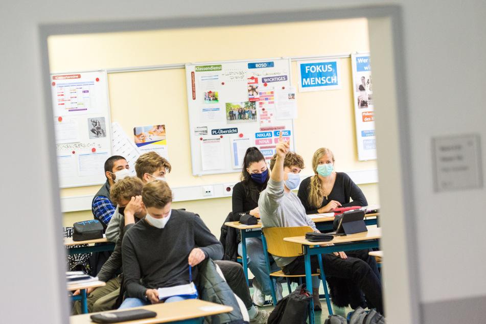 Bald dürfen wieder alle Schüler in die Klassenräume. (Archivbild)