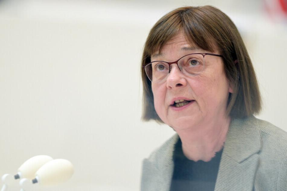 Ursula Nonnemacher (64, Die Grünen) steht wegen der E-Auto-Affäre in der Kritik. Mit einem vergessenen Mantel sorgt die Gesundheitsministerin für die nächsten negativen Schlagzeilen.