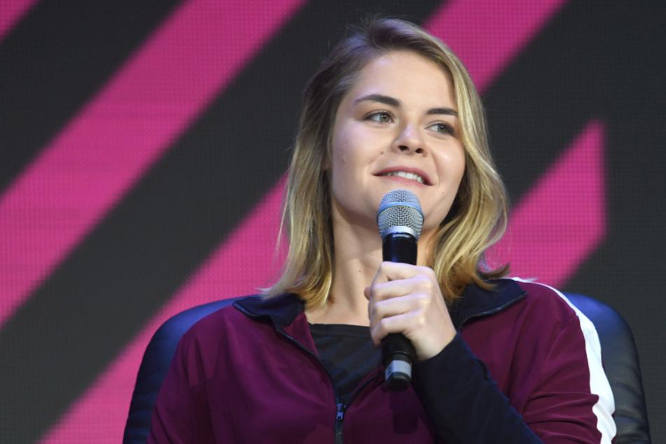 Hazel Brugger verkündet Schwangerschaft, aber Fans sind skeptisch