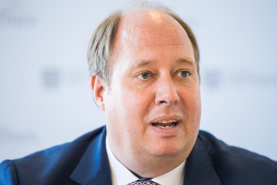 Politiker Helge Braun (47), widersprach den Forderungen die Lockerungen weiter zu lockern.