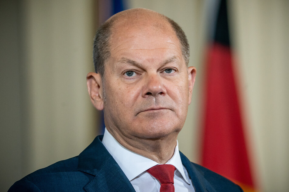Olaf Scholz (SPD), Bundesfinanzminister, sitzt auf einer Pressekonferenz zum Konjunkturprogramm im Rahmen der Corona-Hilfen.