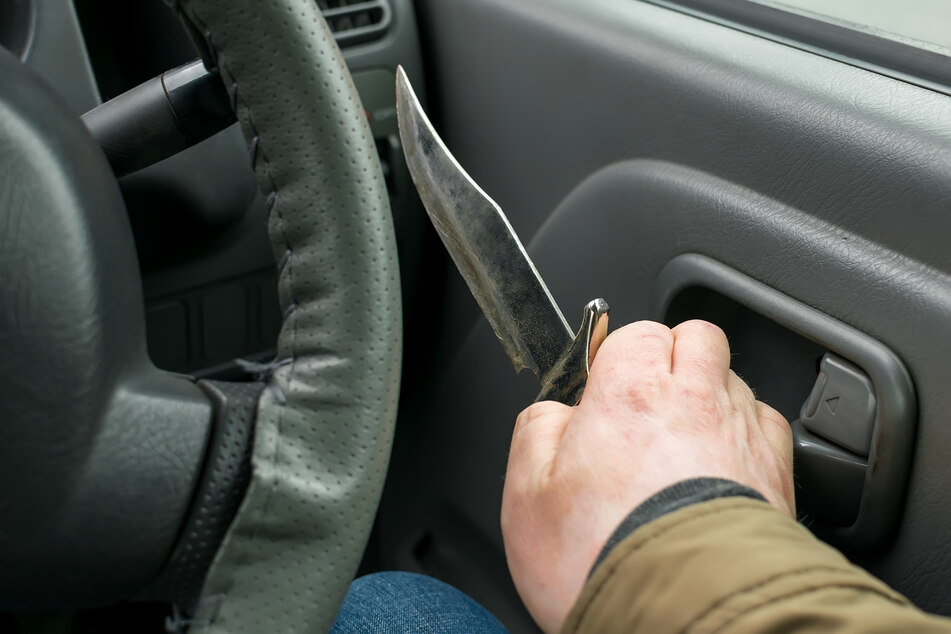 Hinterhältiger Messer-Überfall auf Kölner im eigenen Auto