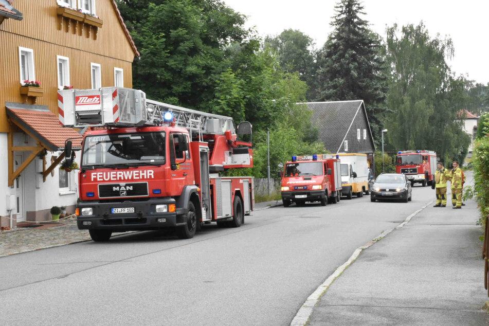 Auch die Feuerwehr war mit zahlreichen Wagen und Kameraden vor Ort.
