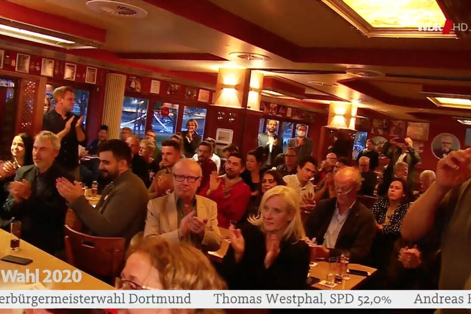 Kein Abstand, keine Masken: SPD sorgt mit Wahl-Party für Ärger!