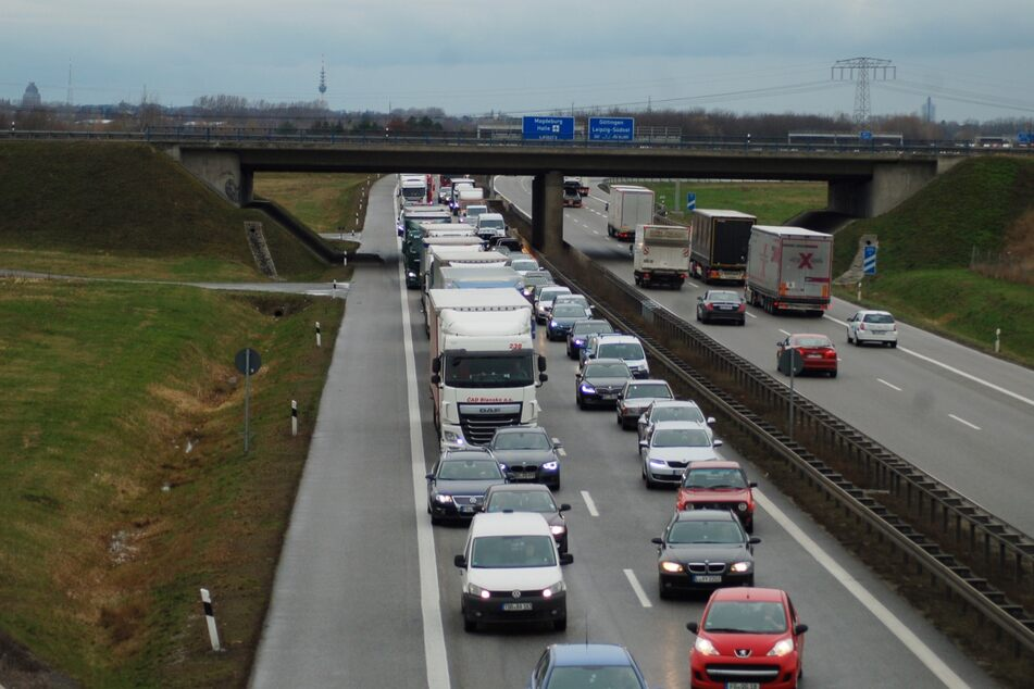 Da die Autobahn für kurze Zeit voll gesperrt war, bildete sich ein Stau in Richtung Dresden. (Archivbild)