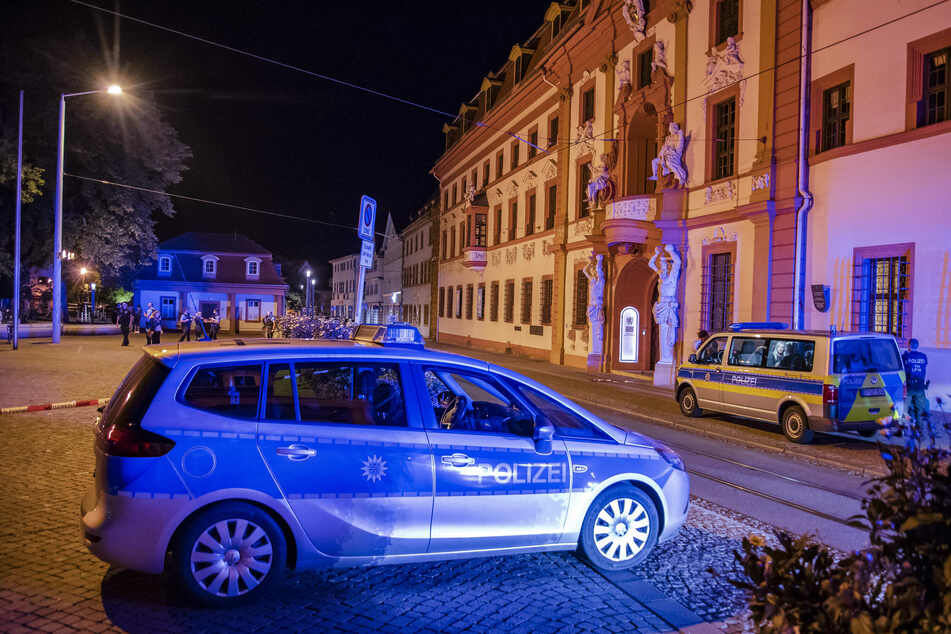 Massenschlägerei vor Staatskanzlei in Erfurt: Polizisten verletzt
