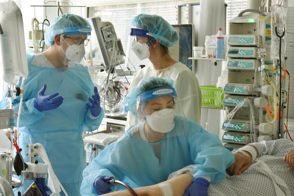 Viele planbare OPs im Uniklinikum wurden verschoben, um schwerkranke Corona-Patienten aus Südsachsen aufnehmen zu können.