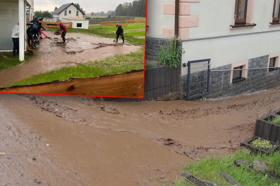 Unwetter tobt über dem Erzgebirge: Wassermassen schießen durch Annaberg!