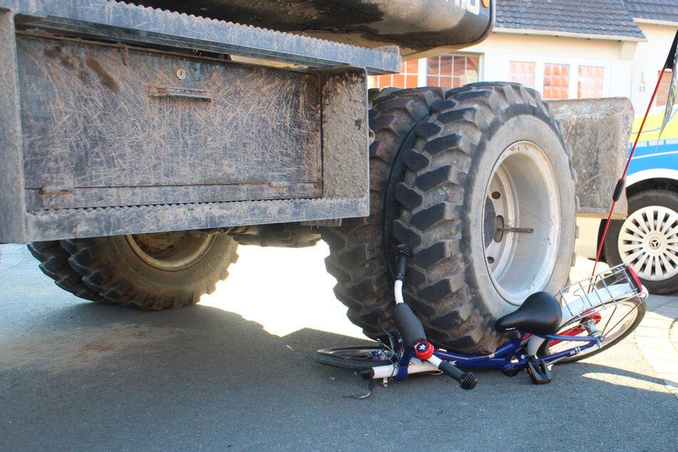 Unfall mit einem Fünfjährigen: Bagger überrollt Kinderfahrrad