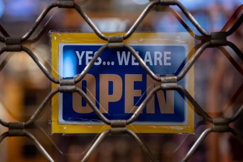 Ein über den Lockdown geschlossenes Geschäft. In NRW gelten weiterhin scharfe Regeln.