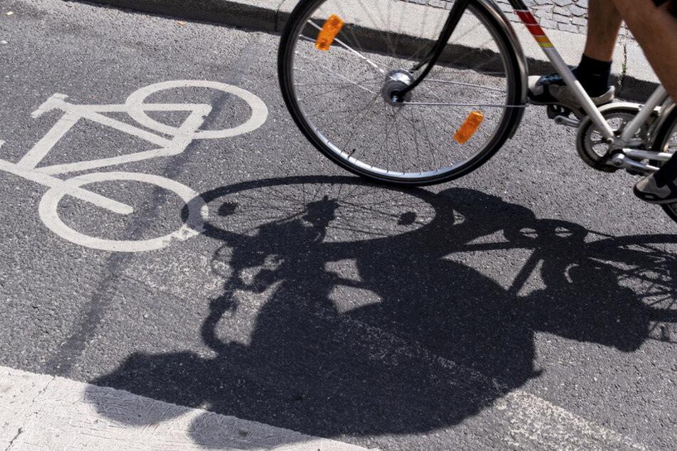 Die Stadt München will während der Corona-Pandemie mehr Platz für Fahrradfahrer schaffen. (Symbolbild)
