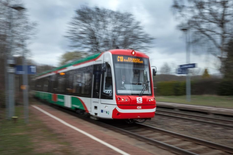In der Chemnitzer City-Bahn wird künftig die Stimme von Kabarettist Tom Pauls (61) zu hören sein.