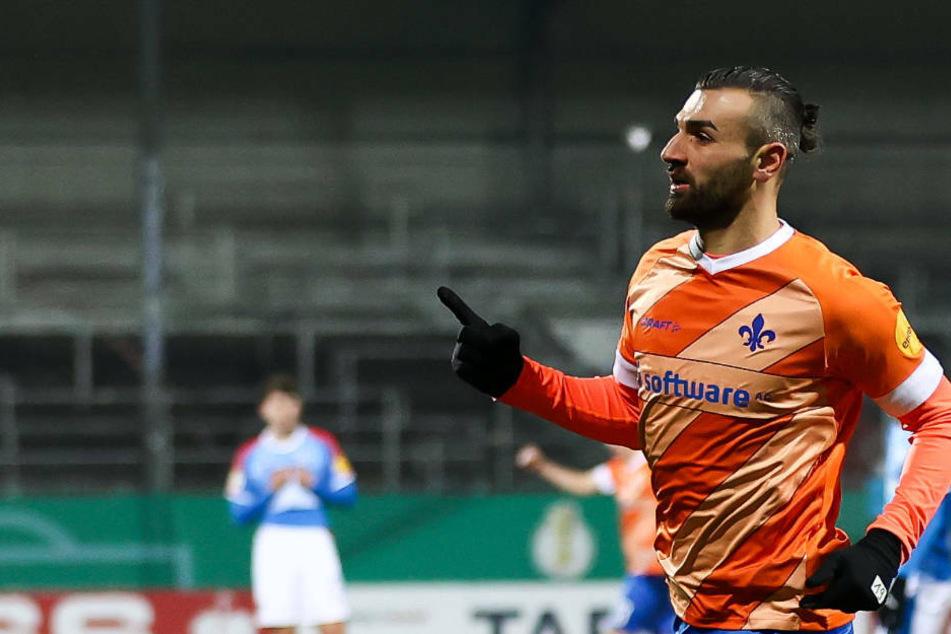 Er kam, sah und traf: Nur drei Minuten nach seiner Einwechslung erzielte Serdar Dursun den späten Ausgleich für die Lilien.