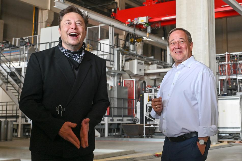 Elon Musk hat erneut gut lachen. Nachdem das Treffen mit Armin Laschet (60, CDU) scheinbar super lief, gibts jetzt wohl auch noch ordentlich Cash.
