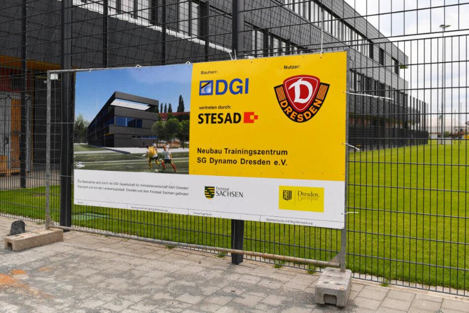 Die DGI Immobilienwirtschafts GmbH Dresden ist der Bauherr, per Mietkauf wird Dynamo das Areal binnen 25 Jahren erwerben.