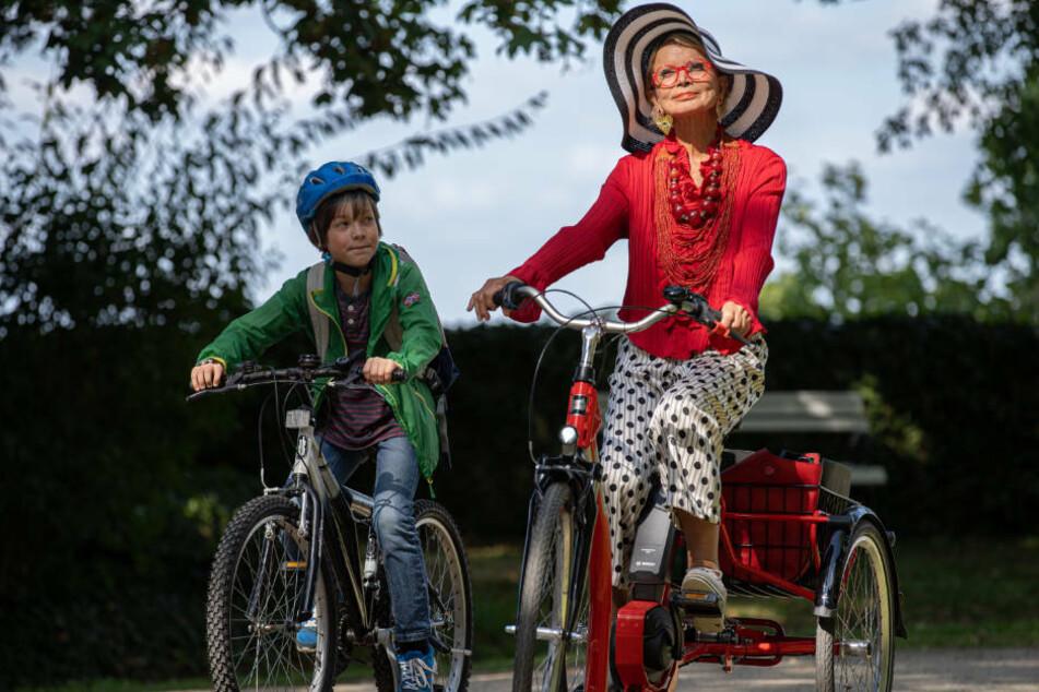Max (Jona Eisenblätter) freundet sich mit der alternden Schauspielerin Vera (Uschi Glas) an.