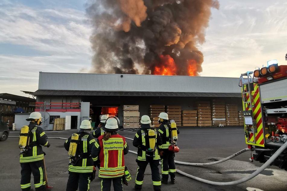 Es gab drei Verletzte, darunter auch zwei Feuerwehrleute.