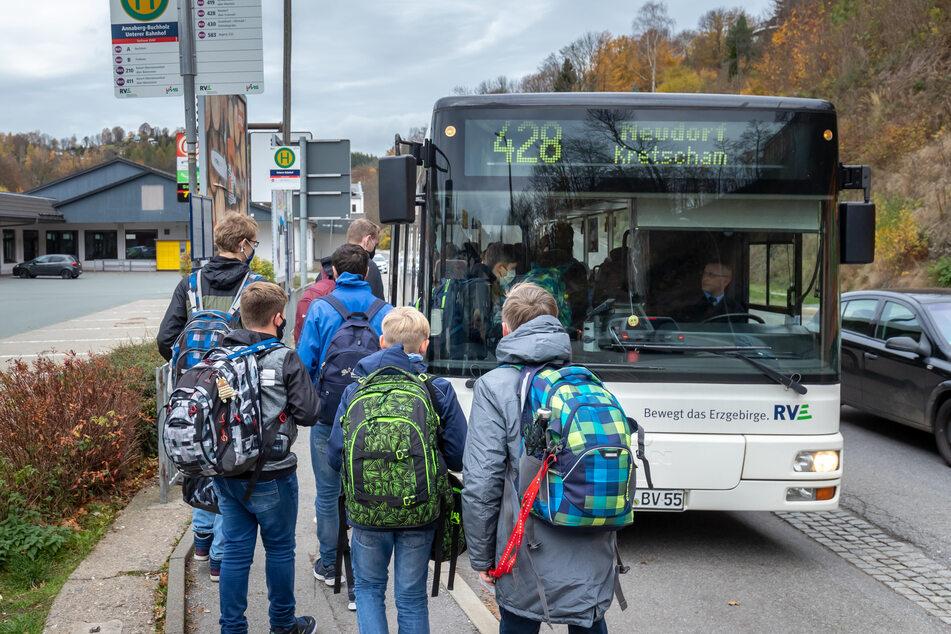 In Bussen und Bahnen gilt im Erzgebirge weiterhin die Maskenpflicht, allerdings reicht ab Mittwoch eine medizinische Maske.
