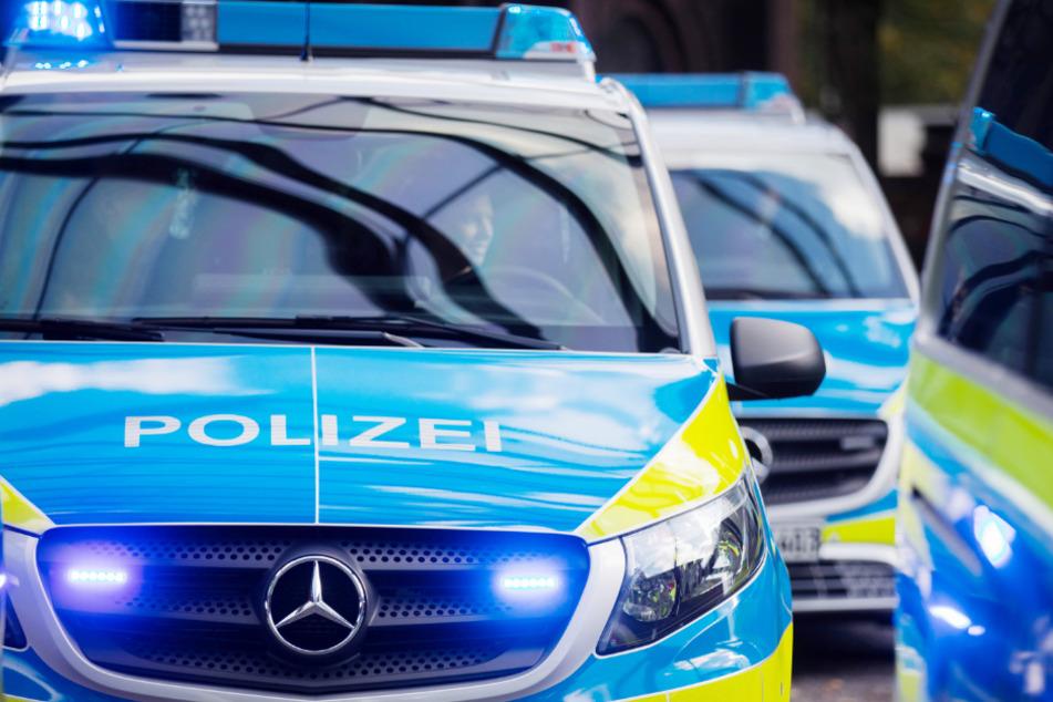 Benz-Raser gefährdet andere, baut Unfall und haut ab!