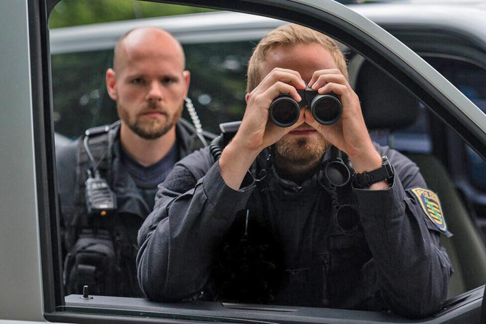 Nach diesen 700 Personen sucht die Polizei Sachsen