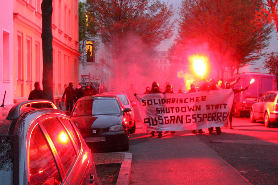 Leipzig: Protest gegen Ausgangssperre: Spontan-Demo am Lene-Voigt-Park