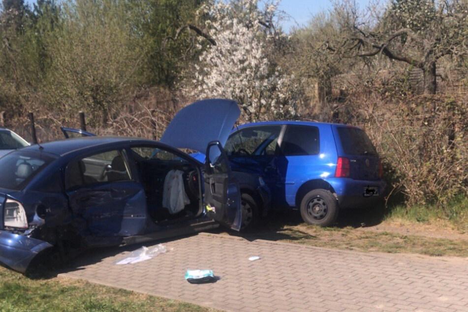 Nach dem Zusammenstoß schleuderte der Opel gegen einen parkenden VW Lupo.