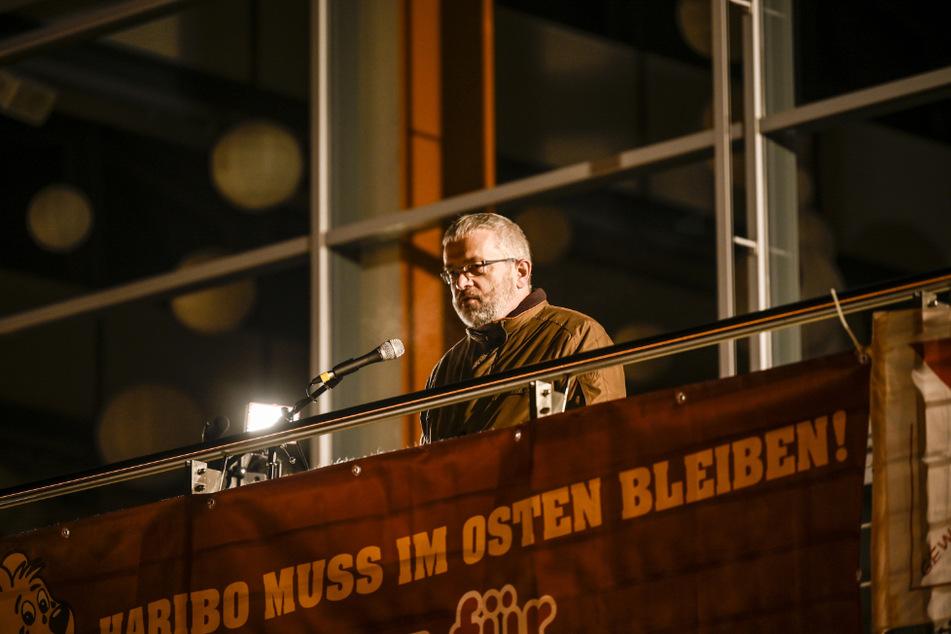 Wilkau-Haßlaus Bürgermeister Stefan Feustel (56, CDU) hält im Stadtzentrum eine Brandrede zum Erhalt des Haribo-Werks.