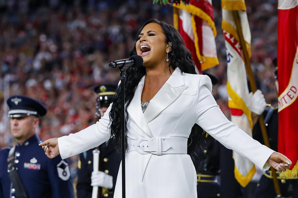 Die US-Sängerin Demi Lovato (28) beim SuperBowl-Auftritt 2020. Ihre neue Musik widmet sich rund um ihr Suchtverhalten.