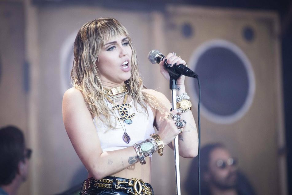 Miley Cyrus entertains fans at the Glastonbury Festival 2019 (Photo: imago images / PA Images).