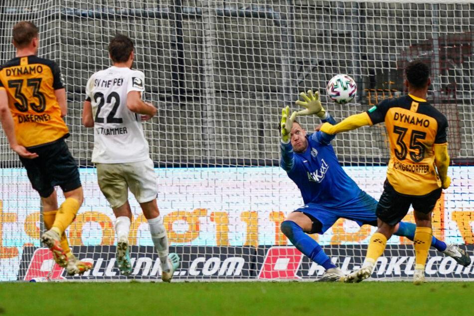 Bei diesem Versuch scheiterte Ransford Königsdörffer noch an SVM-Keeper Erik Domaschke.