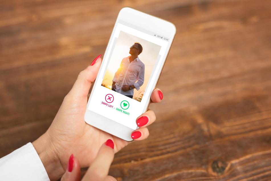 Auf dem Handy ihres Partners entdeckte eine Reddit-Nutzerin zufällig die Dating-App Tinder. (Symbolbild)