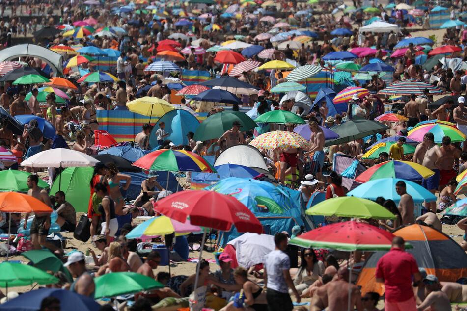 Strände voller Menschen: Von Corona-Abstand keine Spur