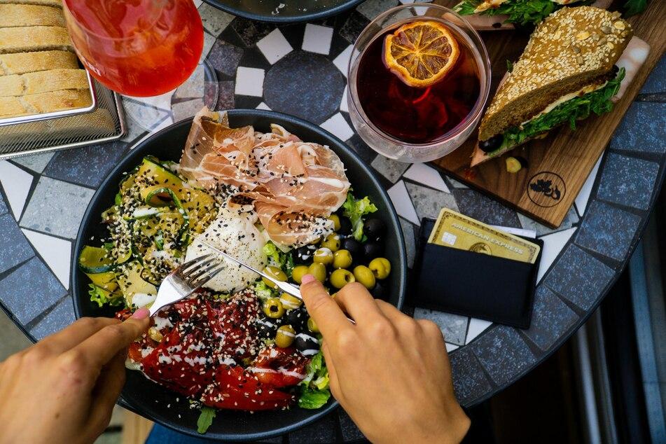 Eine reichhaltige Mahlzeit am Abend ist auch bei einer Diät möglich.