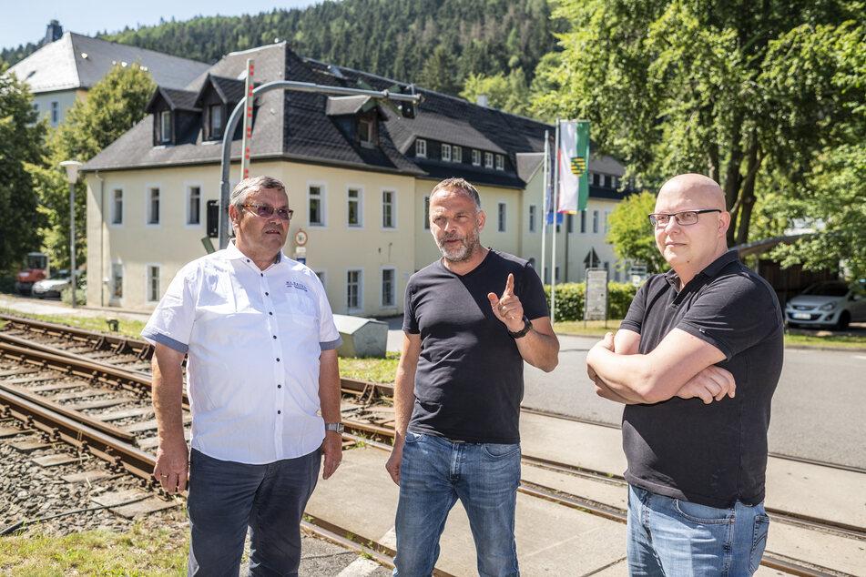 Ausbau in Rekordzeit: Darüber freuen sich Firmenchef Helmut Roßkopf (63), Bürgermeister Dirk Neubauer (48, SPD) und IT-Leiter Michael Kulbe (35, v.l.).