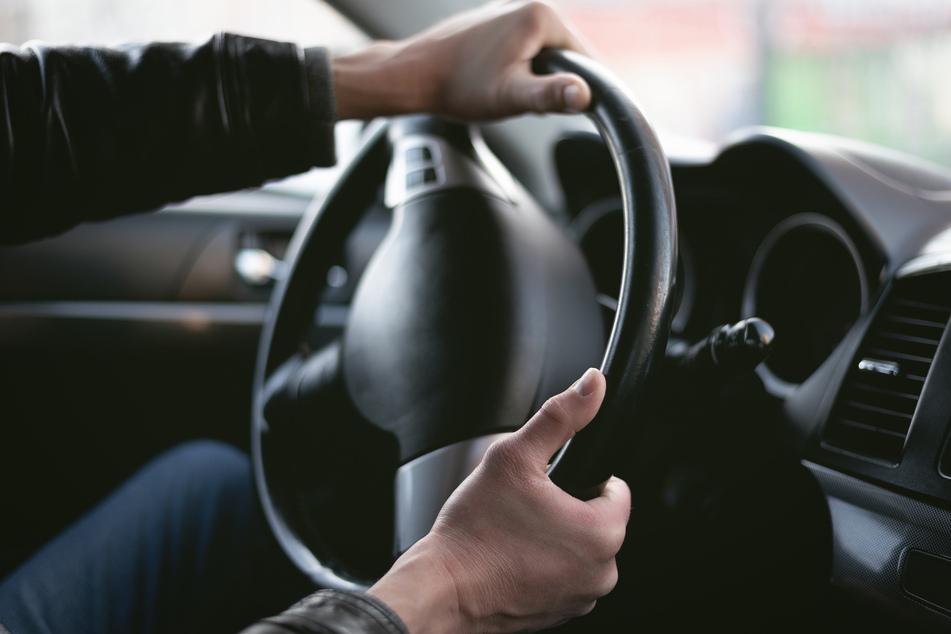 Trotz Gefahrenbremsung: Auto erfasst 12-Jährigen und verletzt ihn schwer