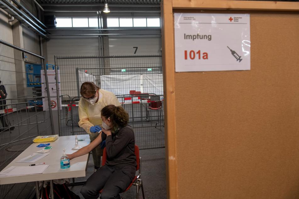 In einem Impfzentrum in Ulm werden Abläufe erprobt.