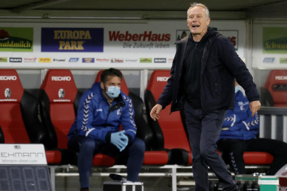 In der Partie gegen Borussia Mönchengladbach: Freiburgs Trainer Christian Streich gibt Anweisungen.