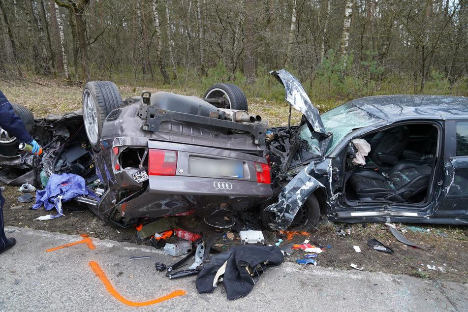 Horror-Unfall: Autos krachen frontal zusammen, drei Tote