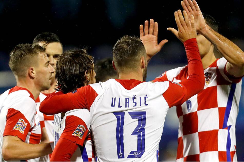 Die kroatischen Nationalspieler in ihren typischen Karo-Trikots bejubeln das 1:0 im Nations-League-Spiel gegen Schweden im vergangenen Oktober.