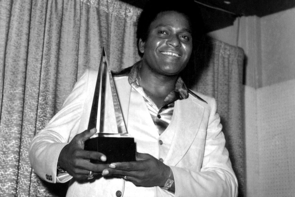 Charley Pride received the award for Favorite Country Male Artist at the 4th Annual American Music Awards in 1977.