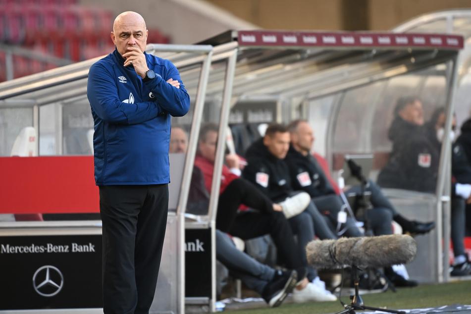 Neben Trainer Christian Gross (66) sind auch vier weitere Verantwortliche beurlaubt worden.