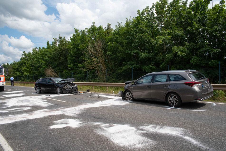Auf einer Bundesstraße bei Kerpen sind zwei Autos frontal zusammengestoßen.