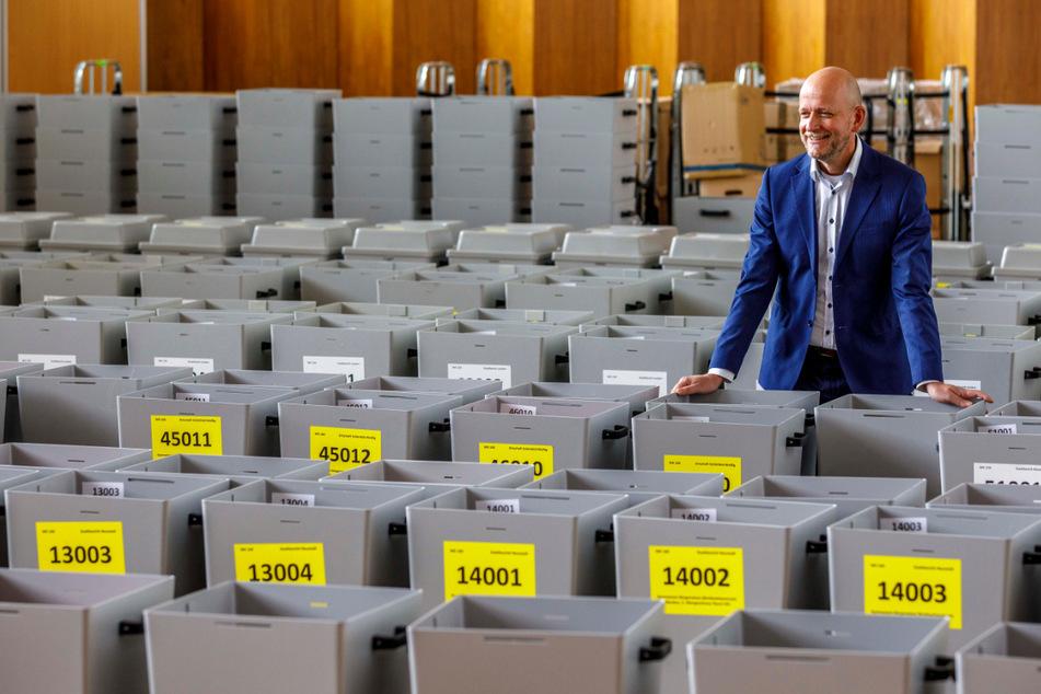 Kreiswahlleiter Markus Blocher (52) ist der Herr der Dresdner Wahlunterlagen.